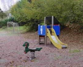 Aire de jeu pour enfants au Camping La Pierre 2 étoiles Bourgogne Franche-Comté - Haute-Saône | Label Camping Qualité