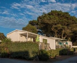 Mobil-home confortable avec terrasse au Camping du Bord de Mer 3 étoiles dans les Pays-de-la-Loire - Loire-Atlantique | Label Camping Qualité