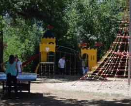 Aire de jeux pour enfants au Camping La Butte 3 étoiles en Nouvelle-Aquitaine - Dordogne | Label Camping Qualité