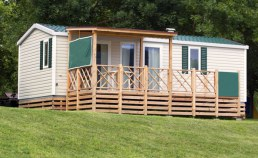 Location mobil home en camping France - Camping Qualité - vue terrasse jardin