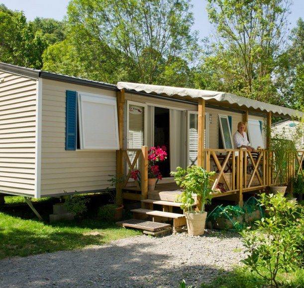 Location mobil home en camping France - Camping Qualité - vue terrasse