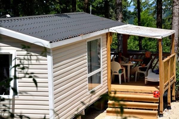 Location mobil home avec terrasse ombragée en Camping Qualité