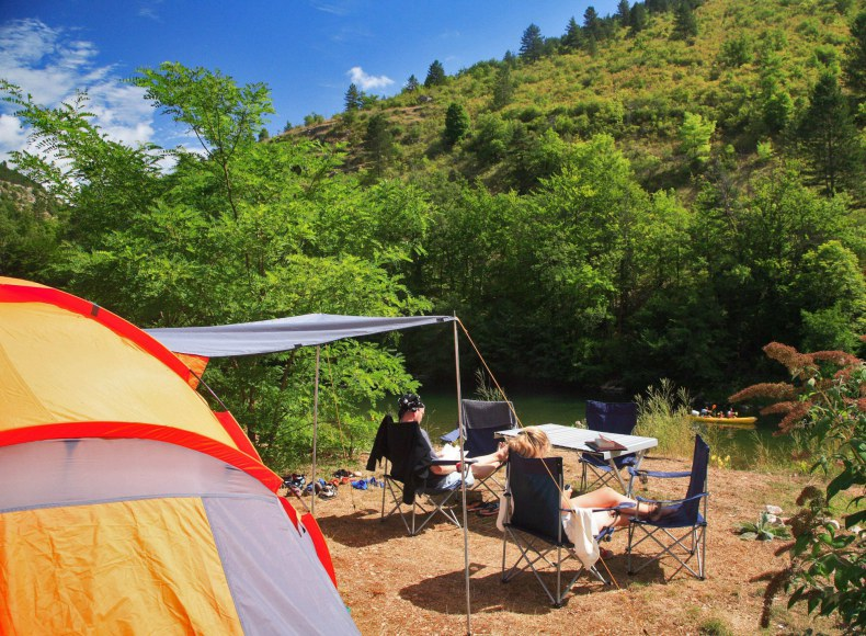 Ré&servez votre emplacement pour tente en bord de rivière Camping Qualité
