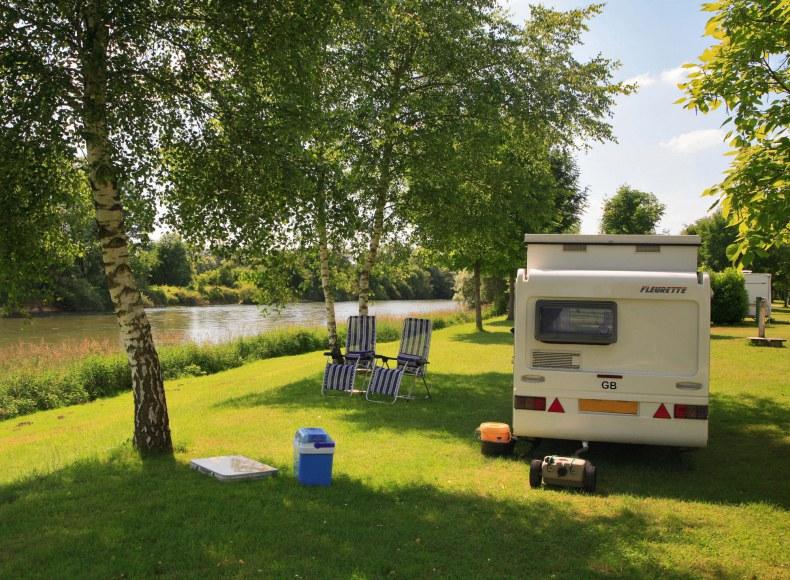 Réservez vos vacances en camping-car en bord de rivière en camping Camping Qualité