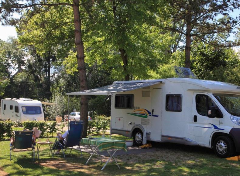 Détente sur votre emplacement pour camping-car Camping Qualité