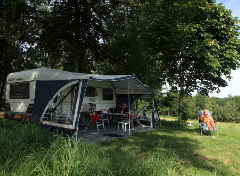 Emplacement ombragée pour camping-car © Thomas Lambelin