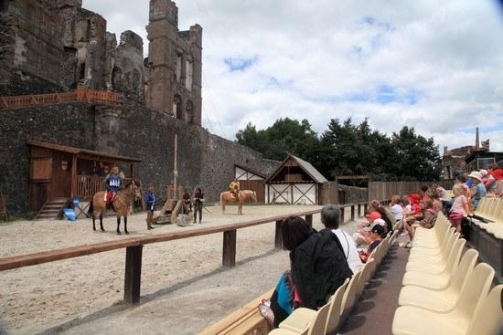 Spectacle de chevaliers dans le Puy-de-Dôme Camping Qualité Auvergne