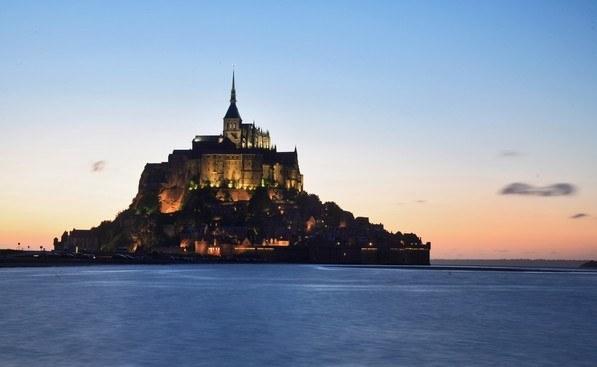 Le Mont Saint-Michel de nuit en Normandie Camping Qualité