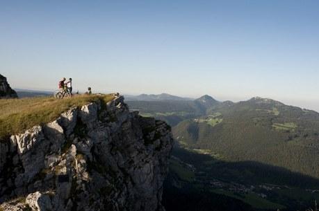 Vue du Mont d'Or en Franche-Comté Camping Qualité