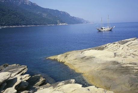 Côtes de la Corse et bateau à voile Camping Qualité
