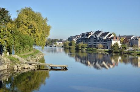 Région Pays-de-la-Loire Camping Qualité - The river Mayenne at Laval in France