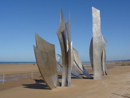 Statue les braves à Omaha beach en Normandie Camping Qualité
