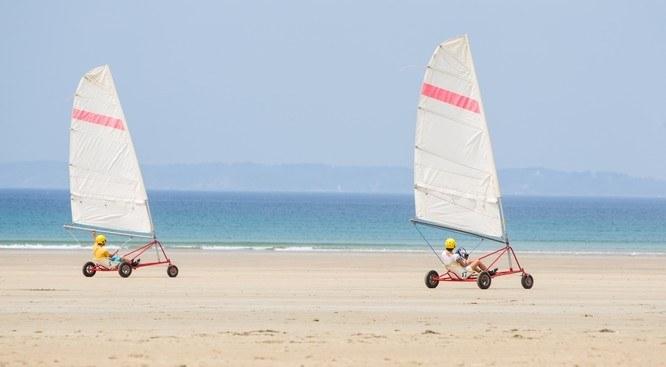 Char à voile sur une plage du Finistère Camping Qualité Bretagne