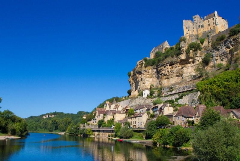 Château surplombant la Dordogne Camping Qualité Nouvelle-Aquitaine