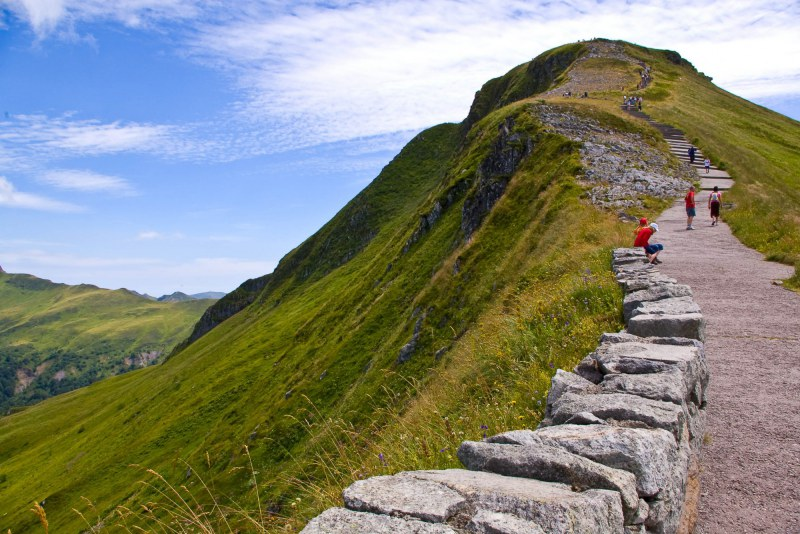 Randonnée en montagne dans le Cantal Camping Qualité Auvergne-Rhône-Alpes