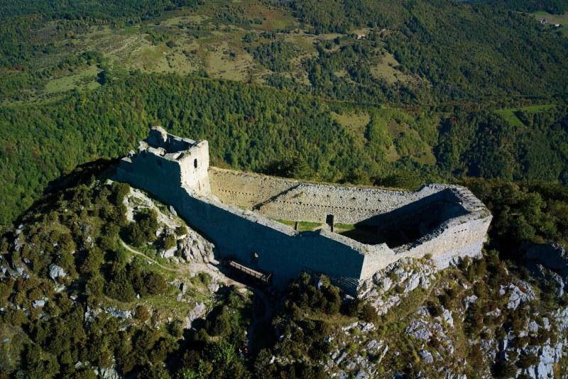 Château de Montségur en Ariège Camping Qualité Occitanie