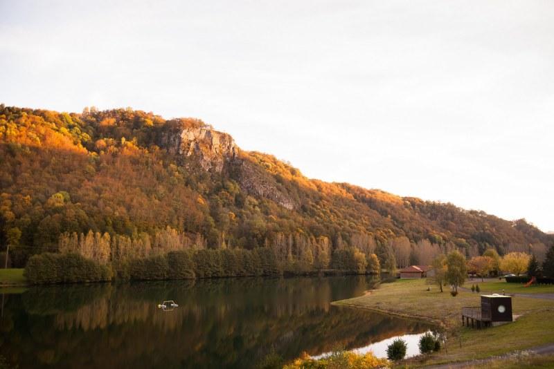 Rivière dans le Cantal Camping Qualité Auvergne-Rhône-Alpes