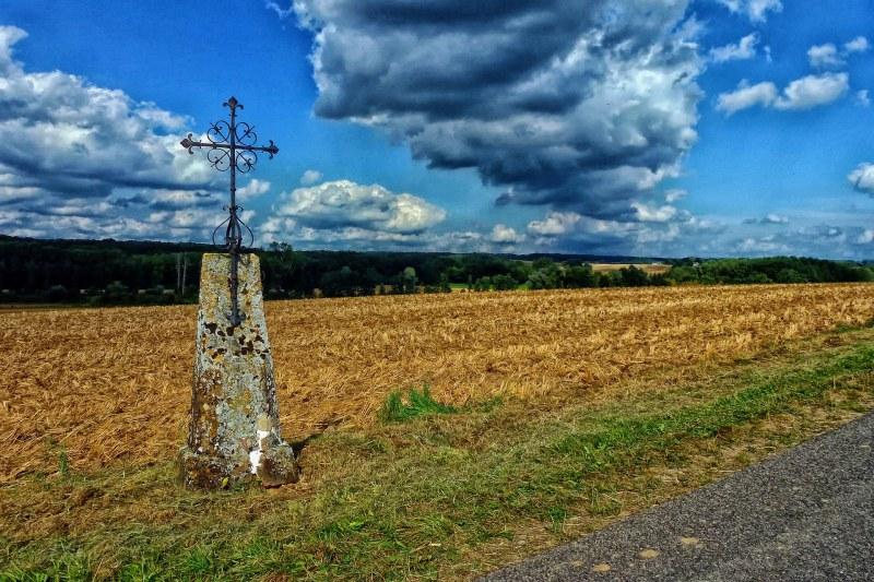 Croix à la campagne dans les Ardennes Camping Qualité Grand-Est