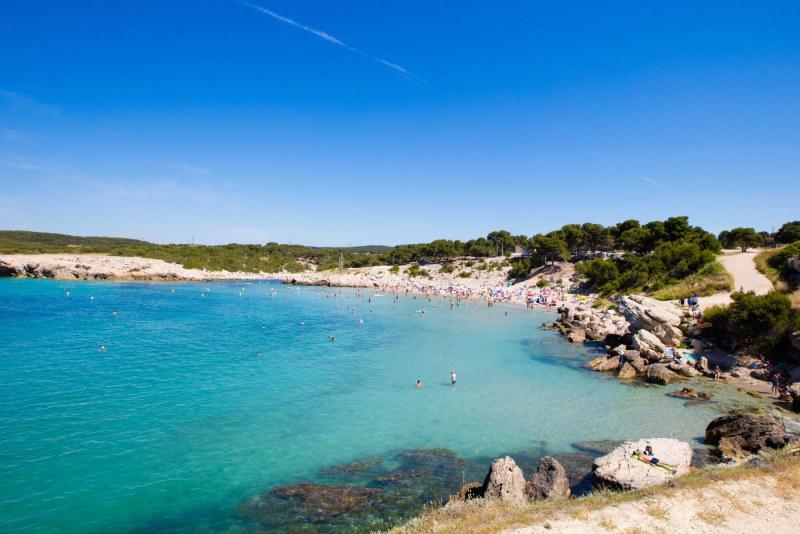 Plage aux eaux turquoises dans les Bouches-du-Rhône Méditerranée - Camping Qualité Provence-Alpes-Côte d'Azur