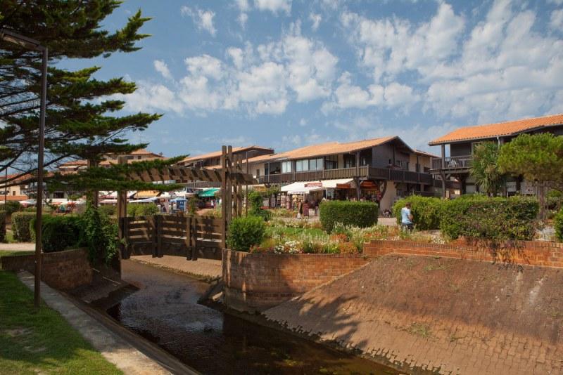 Habitations typiques dans le département des Landes en région Nouvelle Aquitaine Camping Qualité