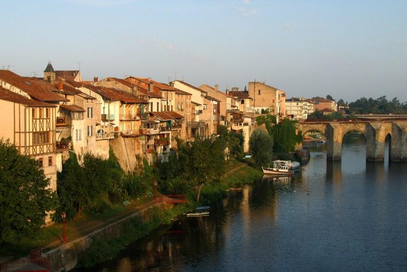 Villeneuve-sur-Lot et le Pont Vieux Camping Qualité Lot-et-Garonne