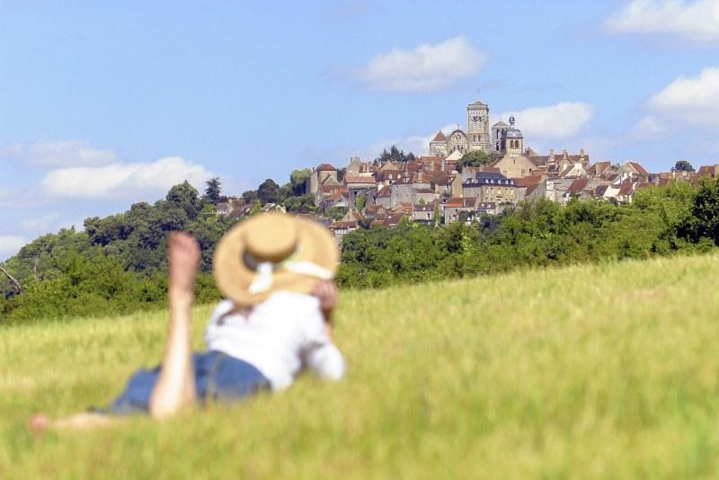 Colline éternelle de Vézelay dans l'Yonne Camping Qualité Bourgogne-Franche-Comté