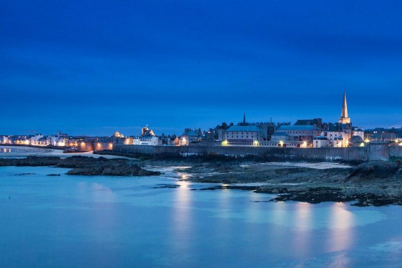 Ville de Saint-Malo de nuit en Ille-et-Villaine Camping Qualité Bretagne