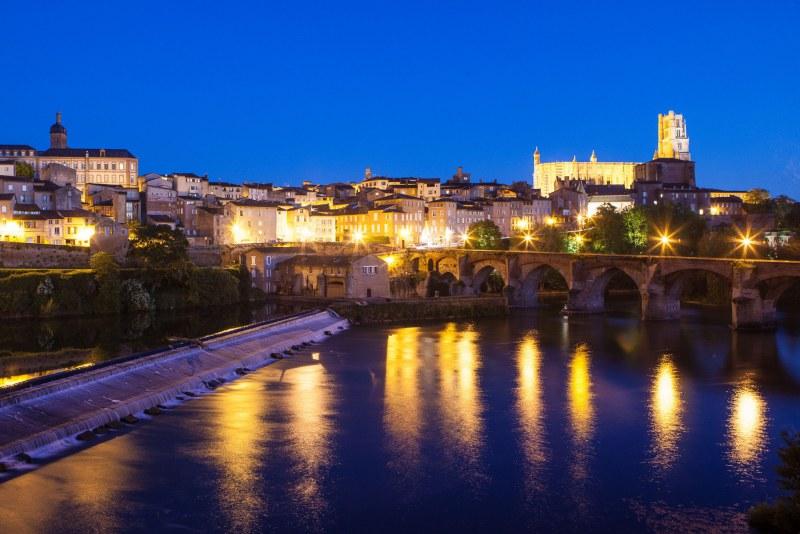 Albi et sa cathédrale de briques dans le Tarn en Occitanie