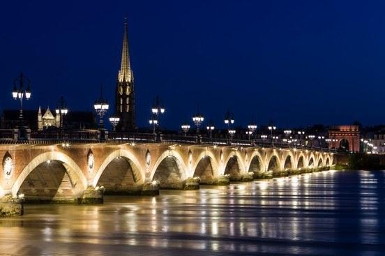 Pont de Bordeaux en Gironde Camping Qualité Nouvelle Aquitaine