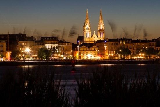 Bordeaux de nuit en Nouvelle-Aquitain Camping Qualité