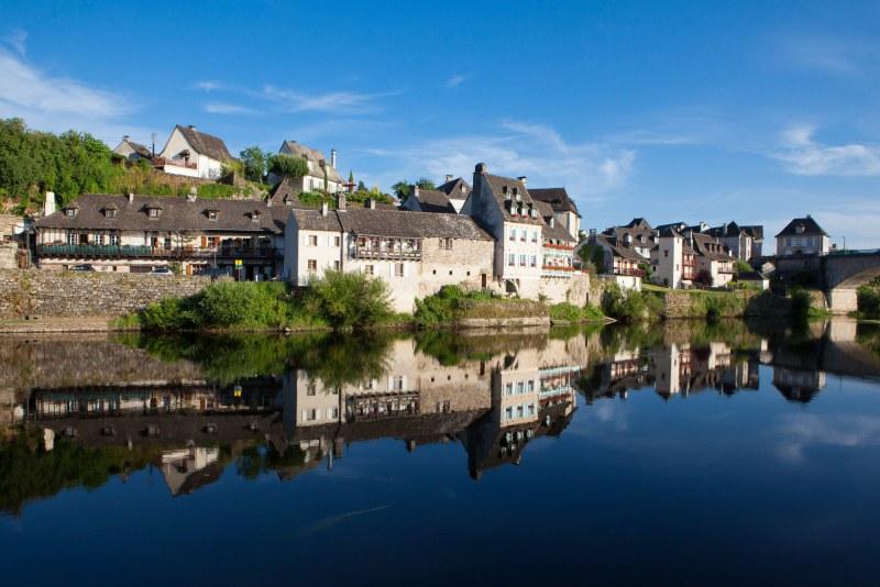 Dordogne et village en Corrèze