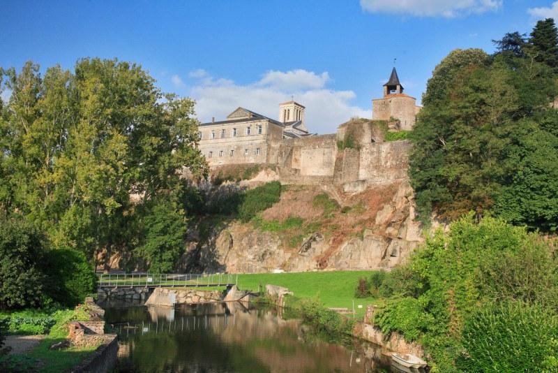 Village fortifié dans le département Deux-Sèvres en région Poitou-Charentes Nouvelle Aquitaine Camping Qualité