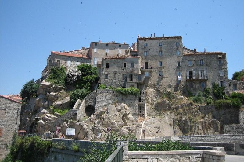 Village de Sartène en Corse du Sud Camping Qualité