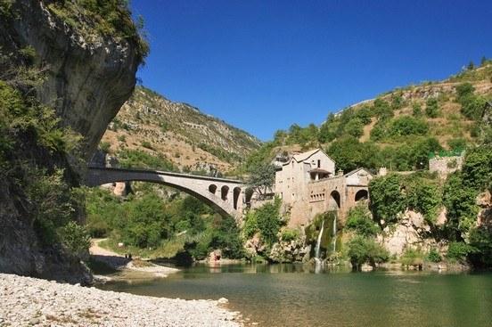 Pont et rivière en Lozère - Camping Qualité Occitanie