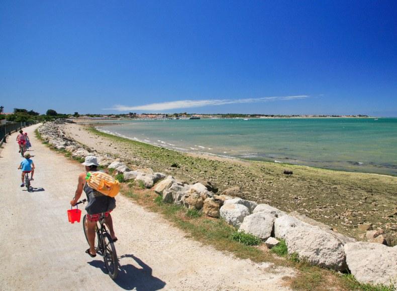 Balade à vélo sur l'Île de Ré - Camping Qualité Charente-Maritime