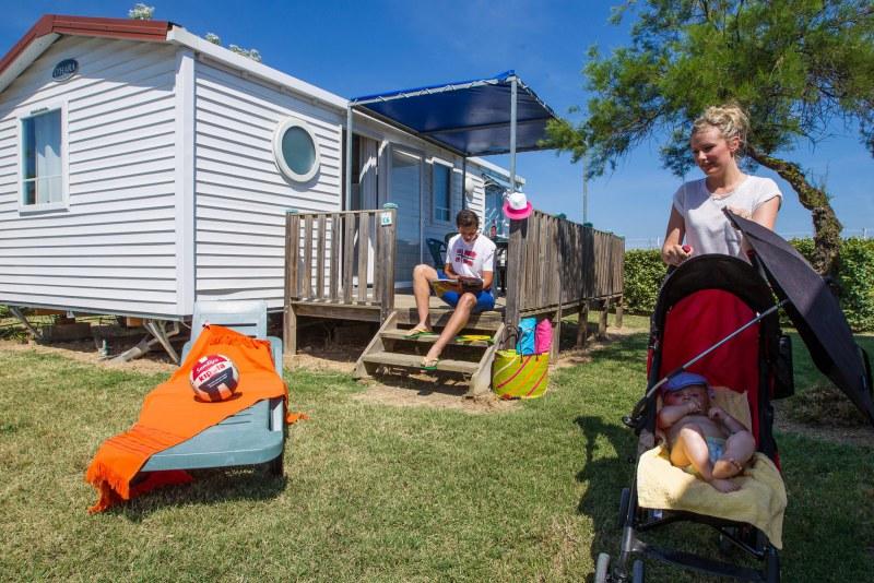 Mobil-home confortable en camping