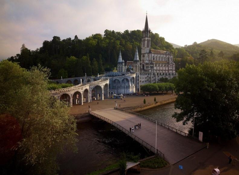 Sanctuaire de Lourdes dans les Pyrénées Camping Qualité Occitanie