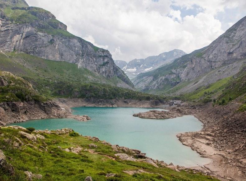 Lac dans les Hautes-Pyrénées Camping Qualité Occitanie