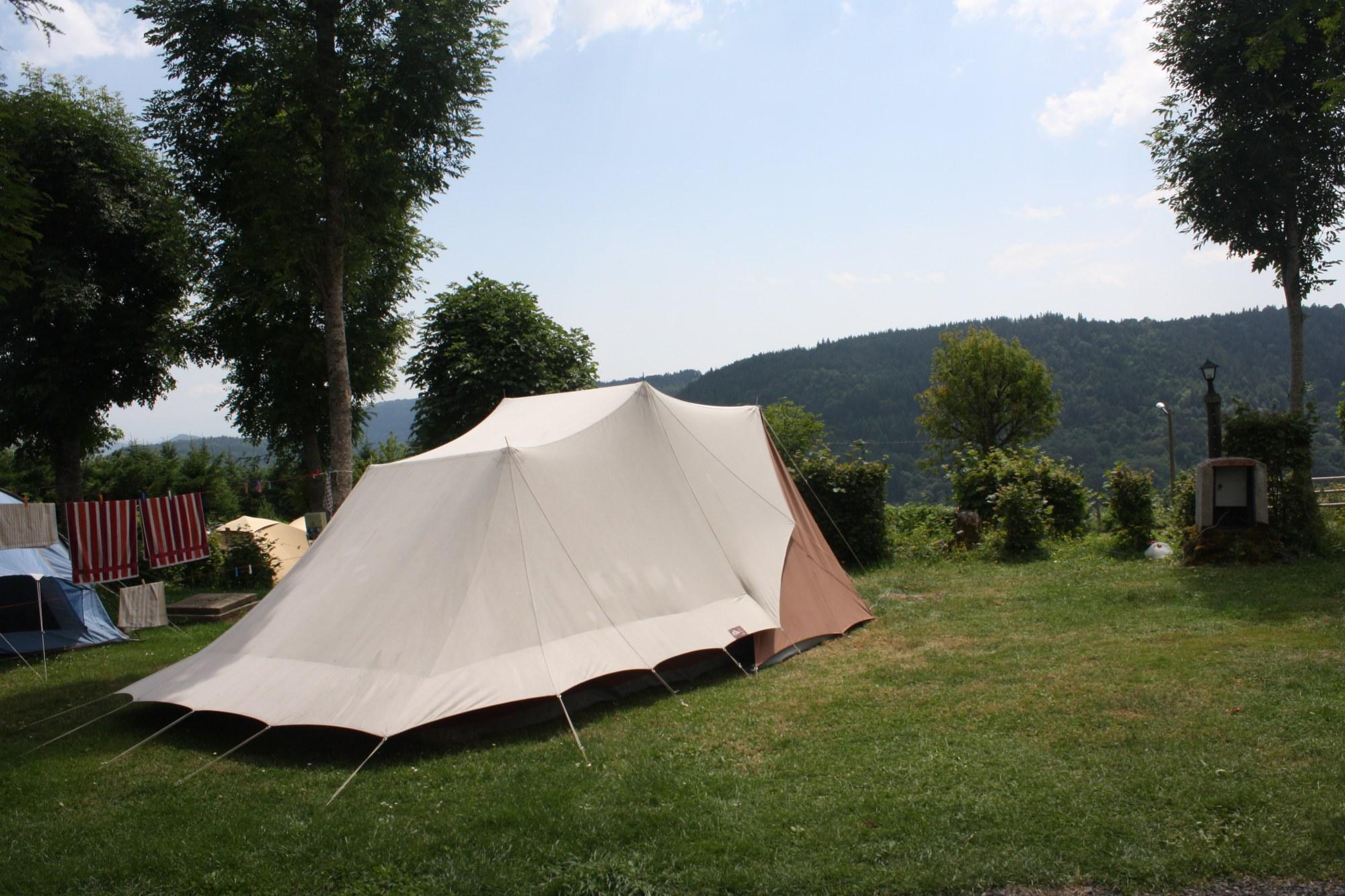 Trophée des professionnels 2017 pour l'emplacement privatif et soigné décerné par Camping qualité au Camping de Serrette