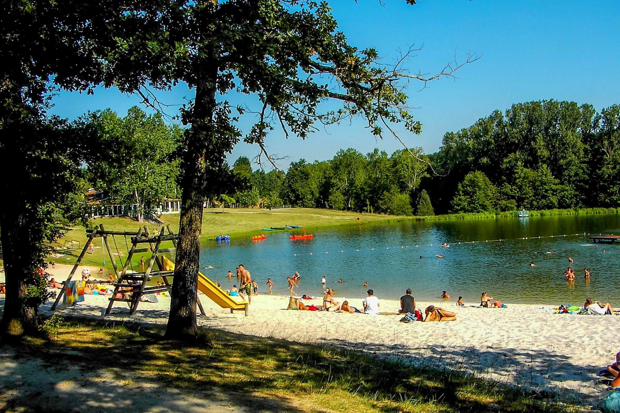 Trophée des professionnels 2017 pour la Propreté irréprochable décerné par Camping qualité au Camping du Lac de Lislebonne