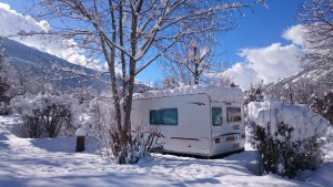 emplacement caravaneige alpes france camping hiver