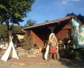 bienvenue dans un camping à l'ambiance western