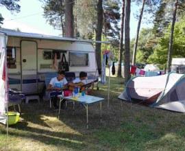 Emplacement pour caravane au Camping du Lac de la Valette 3 étoiles en Nouvelle-Aquitaine - Corrèze | Label Camping Qualité