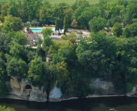 Vue aérienne du Camping La Butte 3 étoiles en Nouvelle-Aquitaine - Dordogne | Label Camping Qualité