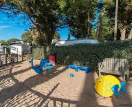 Une aire de jeux pour enfants très aquatique au Camping du Bord de Mer 3 étoiles dans les Pays-de-la-Loire - Loire-Atlantique | Label Camping Qualité